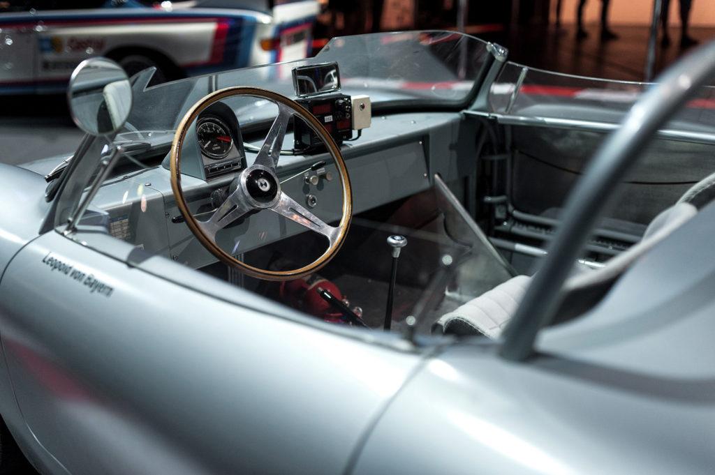 Фото салона выставочного автомобиля. Музей истории BMW. 100 лет баварской марке.