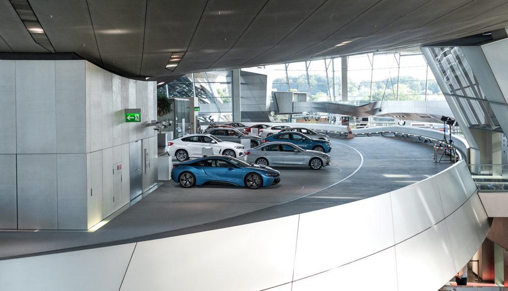 Фото автомобилей марки BMW. Юбилей баварской марки. BMW WELT