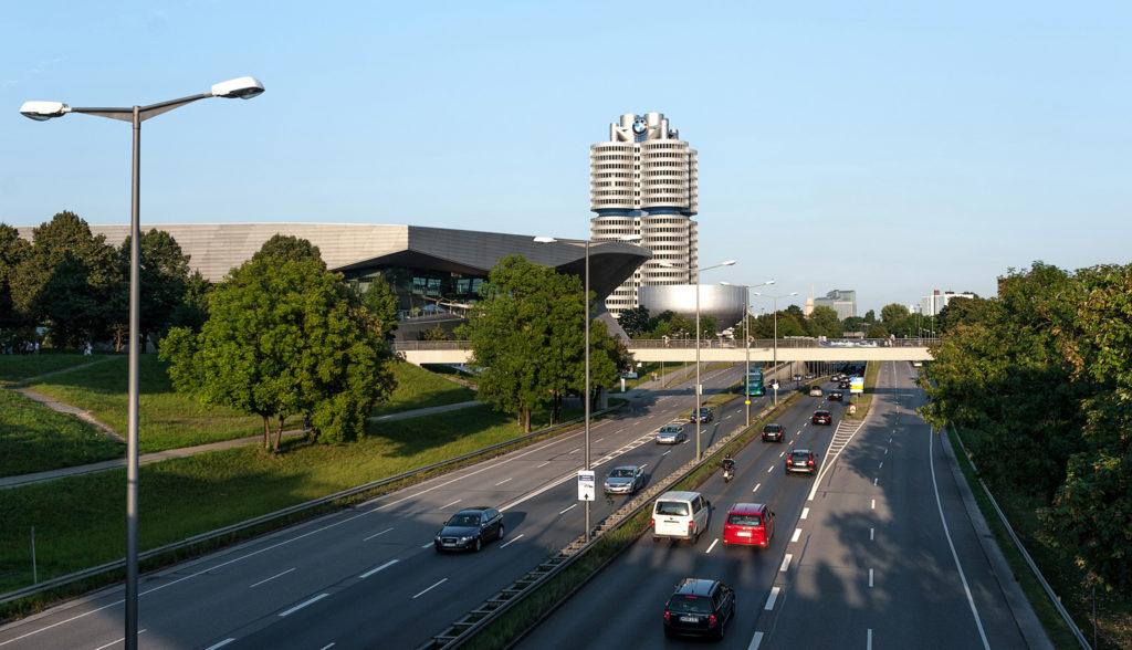 Фото с моста. Автомагистраль Германии. Автомобили на трассе
