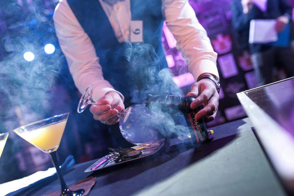Фото подготовки элементов украшения для коктейля. Bartender Stars Challenge