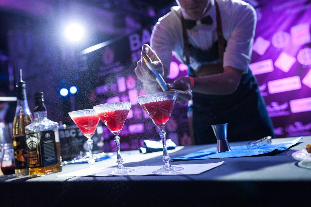 Фото украшения коктейля в номинации классика. Bartender Stars Challenge