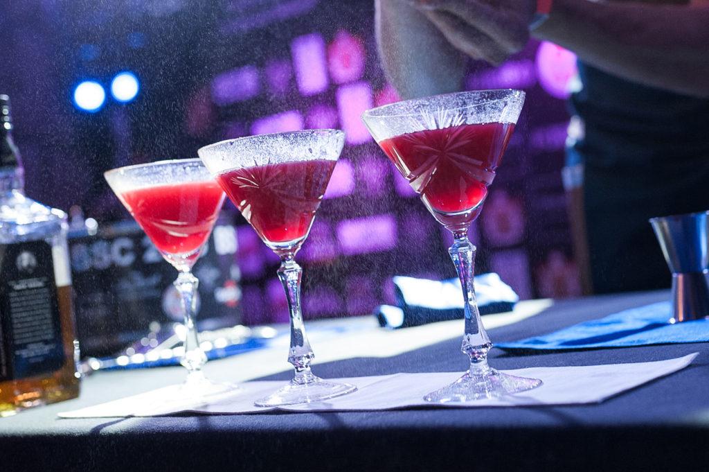 Фото украшения коктейля в номинации классика. Чемпионат барменов в Рязани.