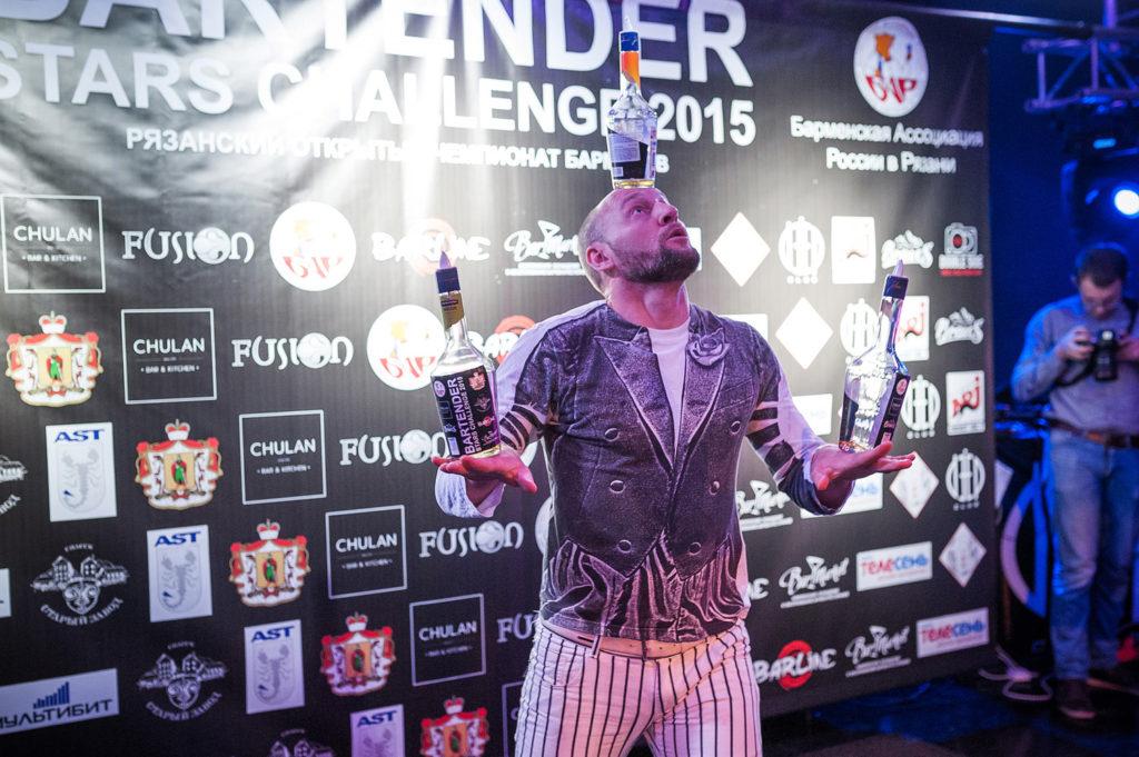 Изображение участника. Флэйринг. Выступление бармена. Bartender Stars Challenge.