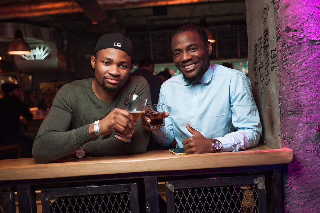 Фото в ночном клубе. Афроамериканские гости. Съемка в заведении Рязани