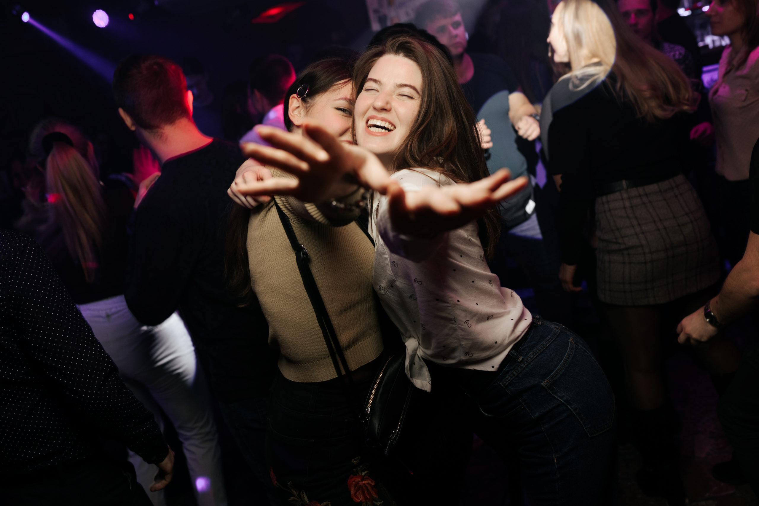 Клубный фотограф Рязань Евгений Васко. Фотосъемка вечеринок в других городах России.
